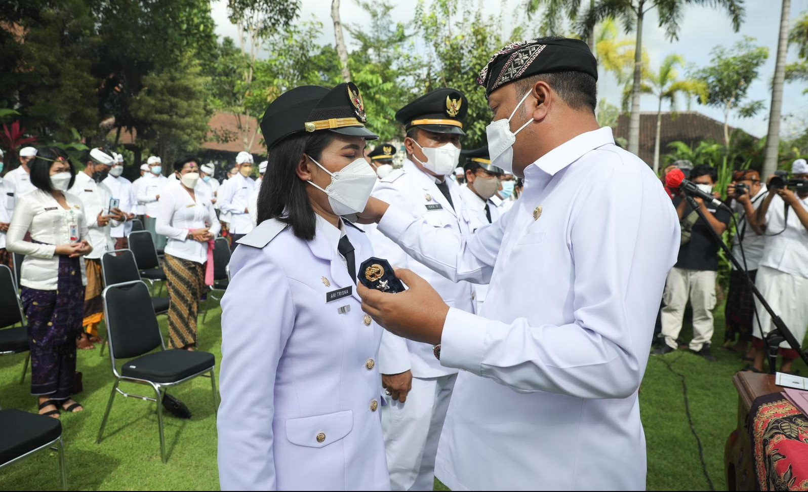 BUPATI Gianyar Made Mahayastra merotasi 72 birokrat di lingkungan Pemkab Gianyar, Senin (6/9). Foto: adi
