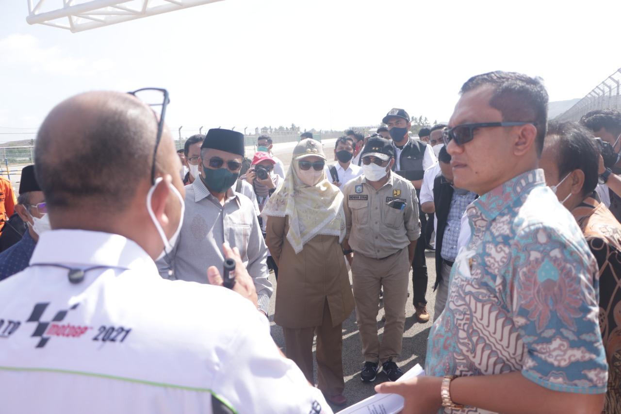 ANGGOTA Komisi V DPR RI saat berkunjung ke Sirkuit Mandalika didampingi Wagub NTB, Sitti Rohmi Djalilah, Selasa (12/10/2021). Foto: ist