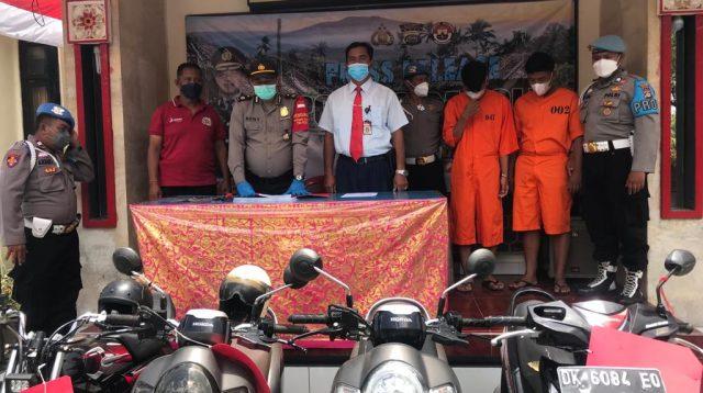POLSEK Kintamani meringkus kawanan maling motor, KAYP (18) asal Kintamani dan KRA (18) asal Singaraja, tamatan SMK swasta di Denpasar tapi masih menganggur. Foto: gia