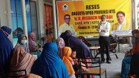 KETUA Fraksi Golkar DPRD NTB, Misbach Mulyadi, saat menyapa warga lingkungan Karanganyar, Kota Mataram, dalam kegiatan reses, Rabu (20/10/2021). Foto: rul
