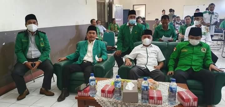 KETUA DPW PPP NTB, Muzihir (dua kanan), bersama Sekretaris DPW PPP NTB saat menghadiri Muscab DPC PPP Sumbawa, beberapa hari lalu. Foto: rul