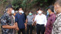 MENTERI Koordinator Bidang Pembangunan Manusia dan Kebudayaan (Menko PMK), Muhadjir Effendy, saat mengunjungi lokasi dan korban bencana di Desa Terunyan, Kecamatan Kintamani, Bangli. Foto: ist