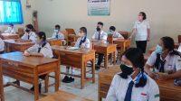PELAKSANAAN PTM Terbatas di salah satu sekolah di Denpasar. Sejak dibuka 1 Oktober lalu, sampai saat ini tercatat 61 persen sekolah di Denpasar telah melaksanakan PTM Terbatas. Foto: ist